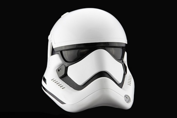 StormTrooper-Helmet-Star-Wars_Anovos_Force_awakens_04