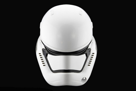 StormTrooper-Helmet-Star-Wars_Anovos_Force_awakens_05