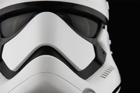 StormTrooper-Helmet-Star-Wars_Anovos_Force_awakens_06